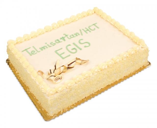 prostokątny, jasny tort