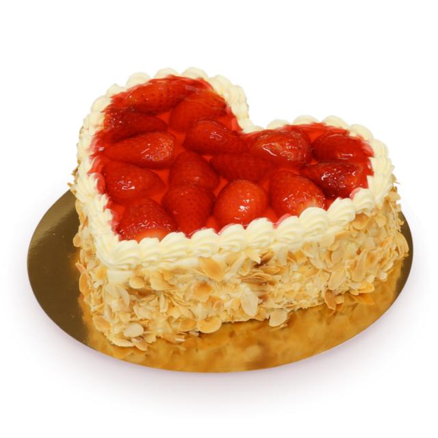 tort serce z truskawkami w kształcie serca ostrów wielkopolski