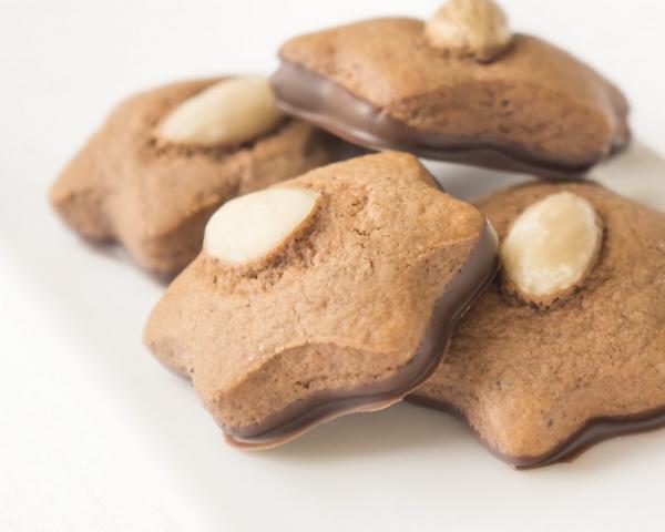pierniki z migdałami ostrów cukiernia