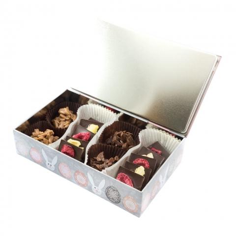puszka z czekoladkami wielkanoc