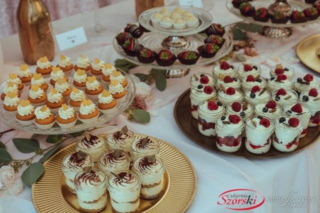 weselny słodki stół
