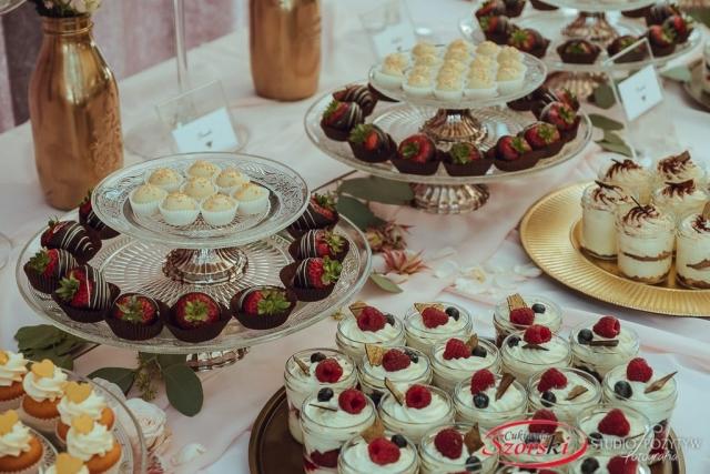 słodki stół na wesele